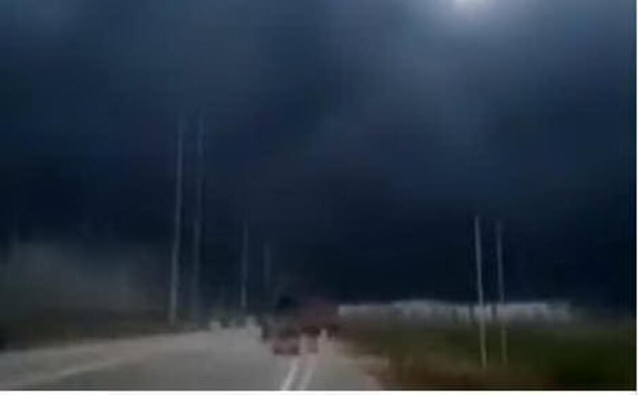 la grossa nube di fumo dopo l esplosione (screenshot da twitter)
