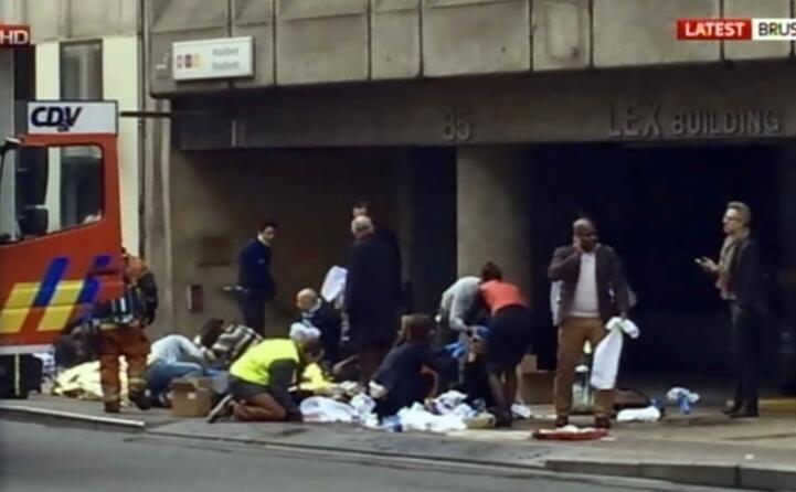 un ordigno esploso nella metro di maelbeek due kamikaze si sono fatti esplodere in aeroporto (ansa)