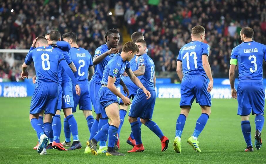la gioia dei giocatori dell italia (ansa)