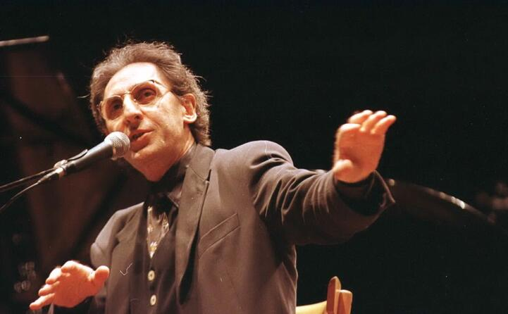 uno tra gli artisti con il maggior numero di riconoscimenti da parte del club tenco
