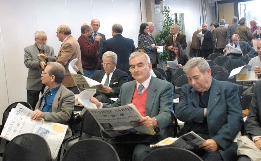 un gruppo di rappresentanti dei circoli (archivio l unione sarda)