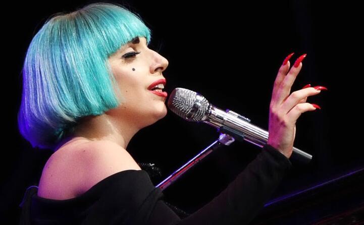 considerata una delle migliori interpreti pop del xxi secolo