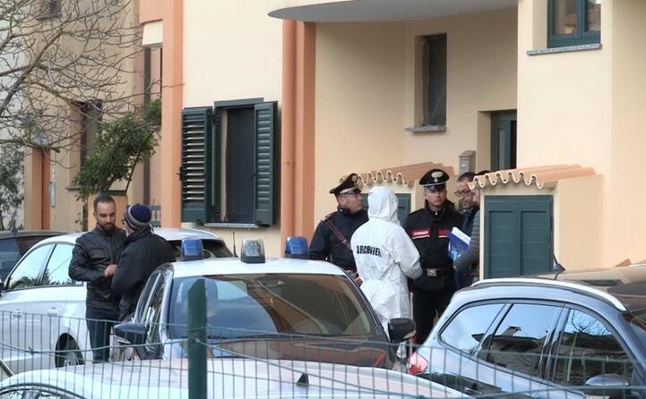 i carabinieri in via napoli a nuoro (foto l unione sarda)