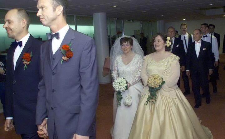 per festeggiare il sindaco di amsterdam sposa 4 coppie gay