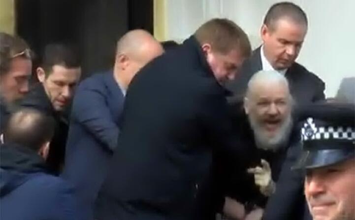 julian assange fondatore di wikileaks arrestato a londra (ansa)