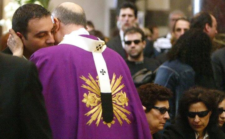ai funerali il cardinal bertone abbraccia il fratello di quattrocchi
