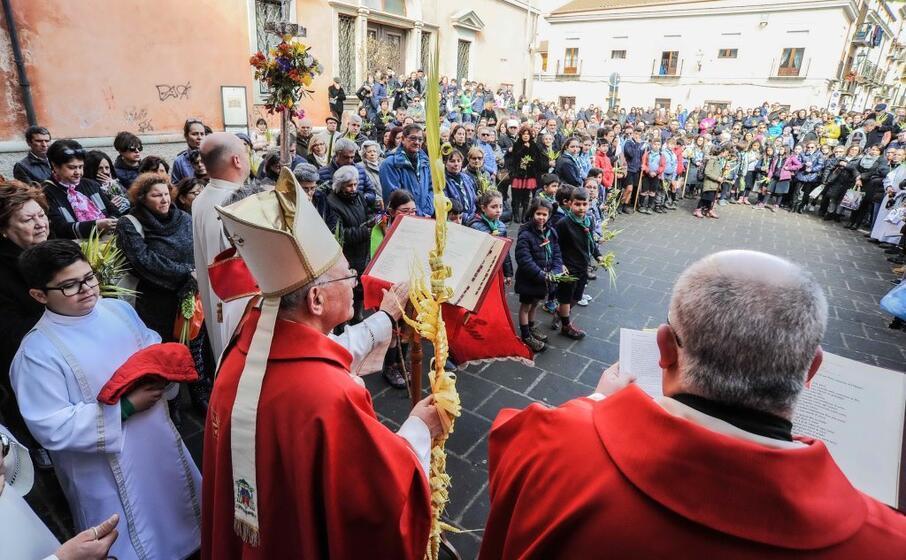 grande entusiasmo a iglesias per la benedizione delle palme