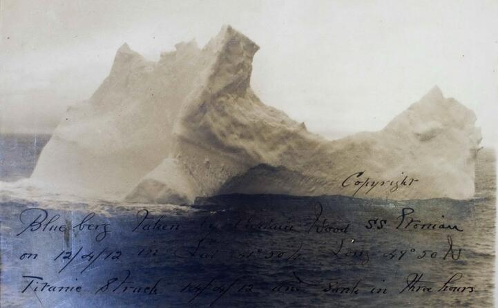 l iceberg fotografato dopo la tragedia