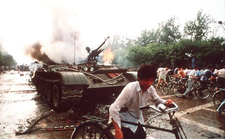 gli scontri tra esercito e studenti