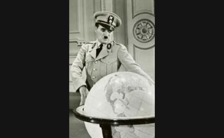 prende in giro adolf hitler ne il grande dittatore (foto wikipedia
