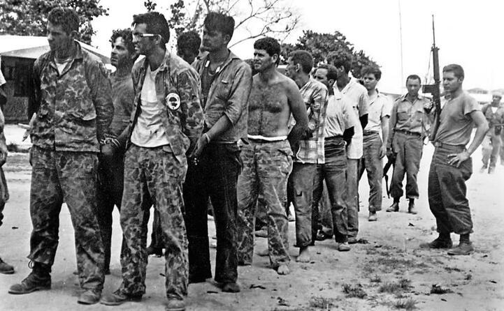 accaddeoggi il 17 aprile del 1961 un gruppo di controrivoluzionari cubani sbarca sulla baia dei porci (ansa)