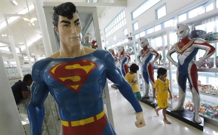 un action figure di superman (ansa)