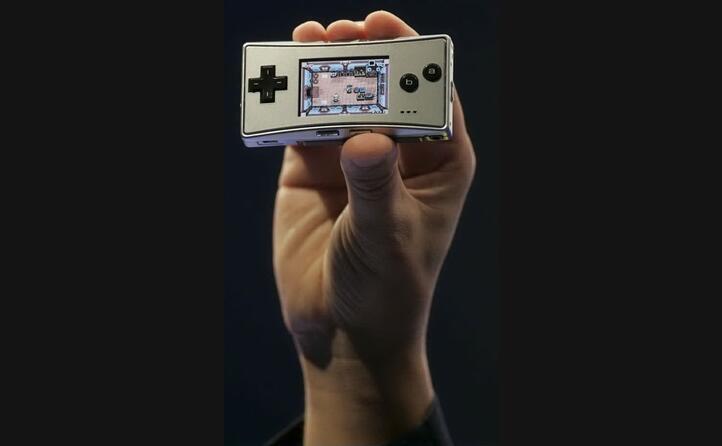 il game boy micro presentato nel 2005 (ansa)