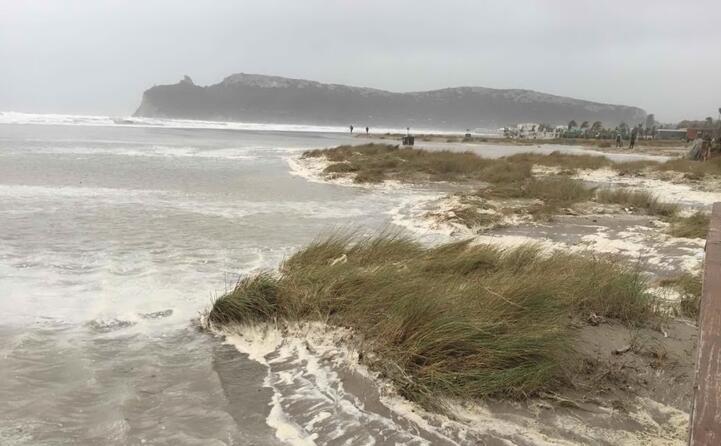 il litorale di cagliari sferzato dal vento (l unione sarda)