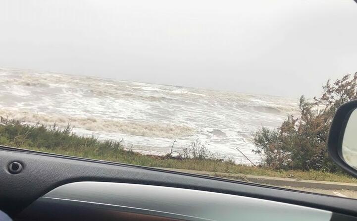 il mare ingrossato dal vento (foto tonino mulas)