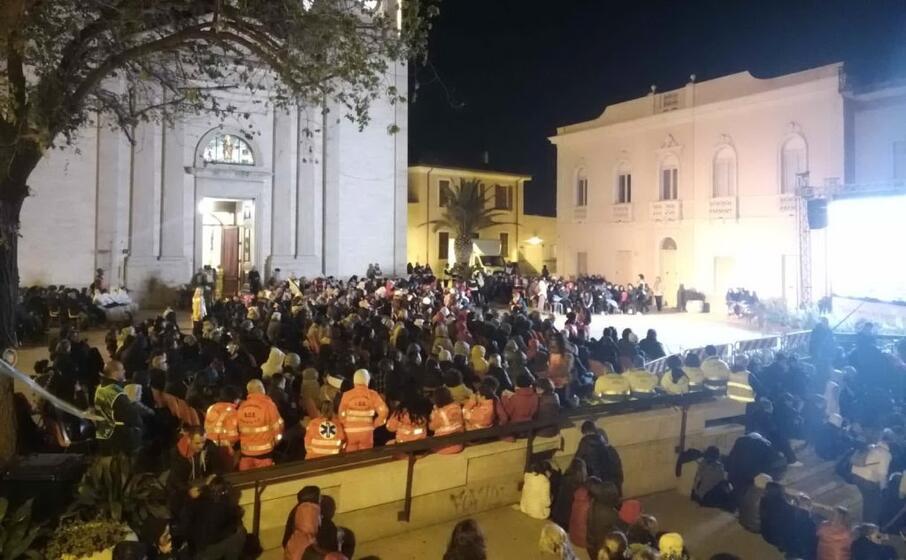 migliaia di persone al corteo per la madonna di bonaria