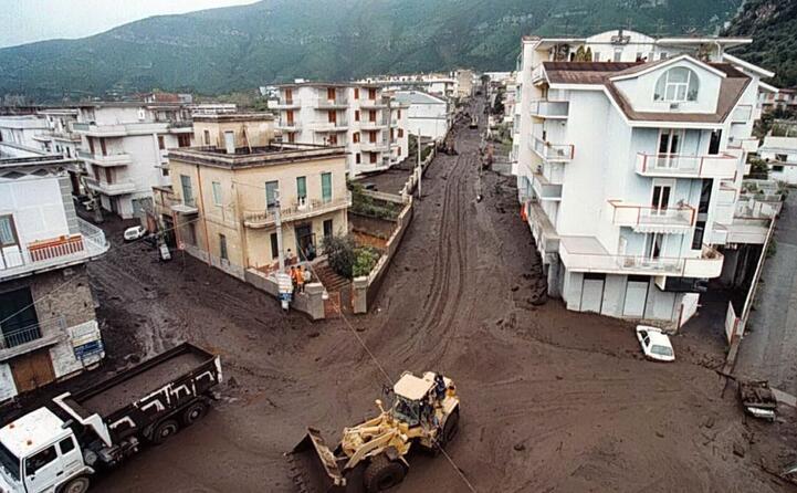 accaddeoggi 5 maggio 1998 frane tra avellino e salerno (ansa)
