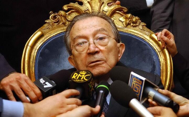 accaddeoggi 6 maggio 2013 muore giulio andreotti (archivio l unione sarda)