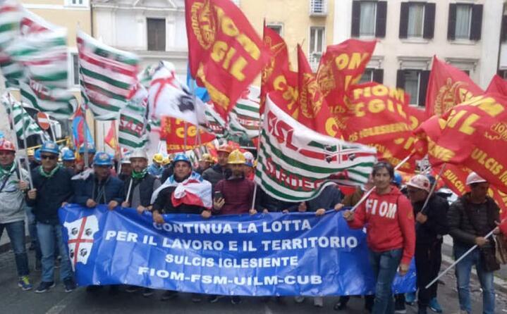 la manifestazione degli ex lavoratori alcoa a roma