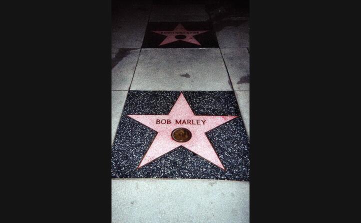 scrive la storia del reggae (in foto la walk of fame di hollywood)