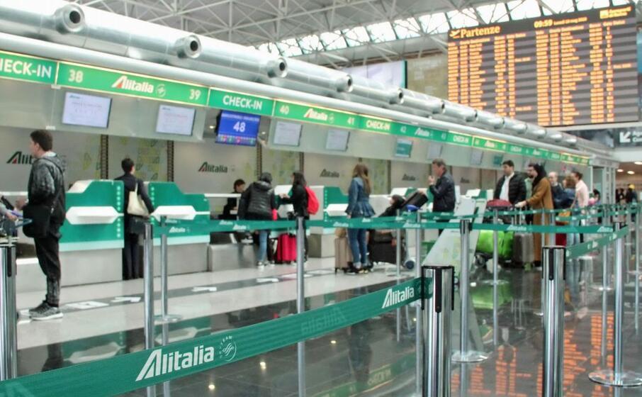 check in alitalia (ansa)