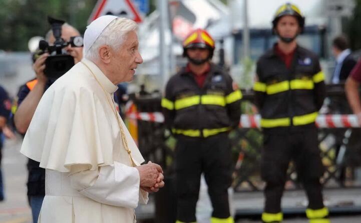 il papa sui luoghi colpiti dal sisma