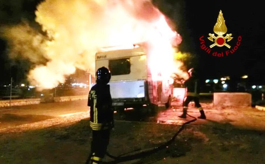 il rogo (foto vigili del fuoco)