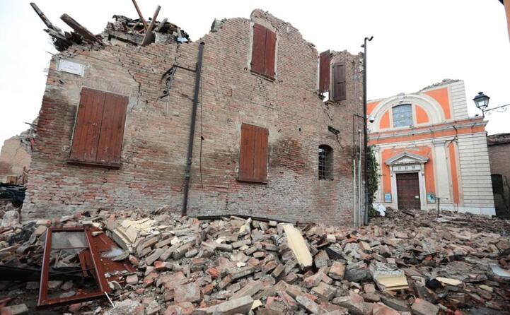 una scossa di magnitudo 6 0 colpisce il modenese