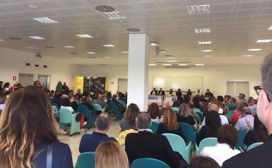 un immagine dall assemblea dei lavoratori air italy (foto l unione sarda de roberto)