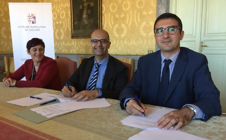 la firma dell accordo (foto l unione sarda almiento)