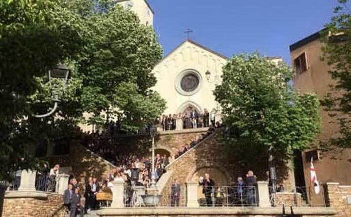 la chiesa del paese durante i funerali (tutte le foto sono unione sarda)