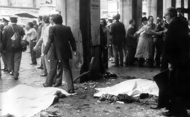 accaddeoggi il 28 maggio del 1974 scoppia una bomba in piazza della loggia a brescia (ansa)