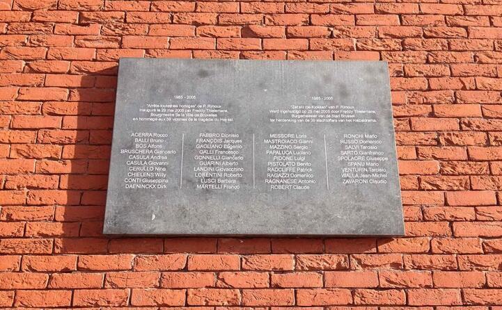 la targa commemorativa della tragedia (foto wikipedia)