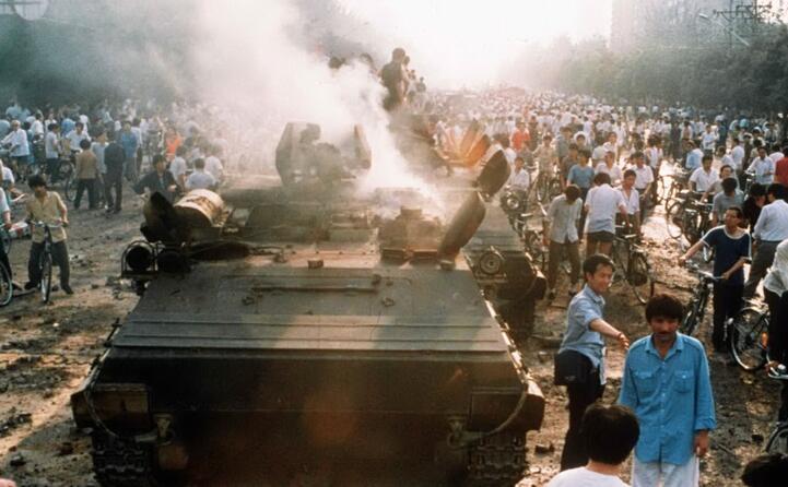 scontri tra dimostranti ed esercito (ansa)