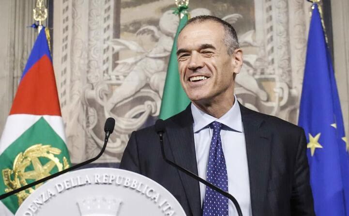 carlo cottarelli rimette il mandato (ansa)