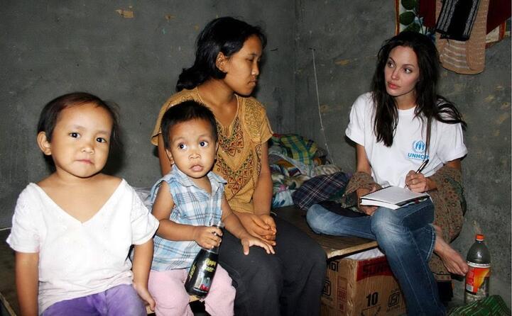 un immagine che testimonia il suo impegno per i diritti dei rifugiati