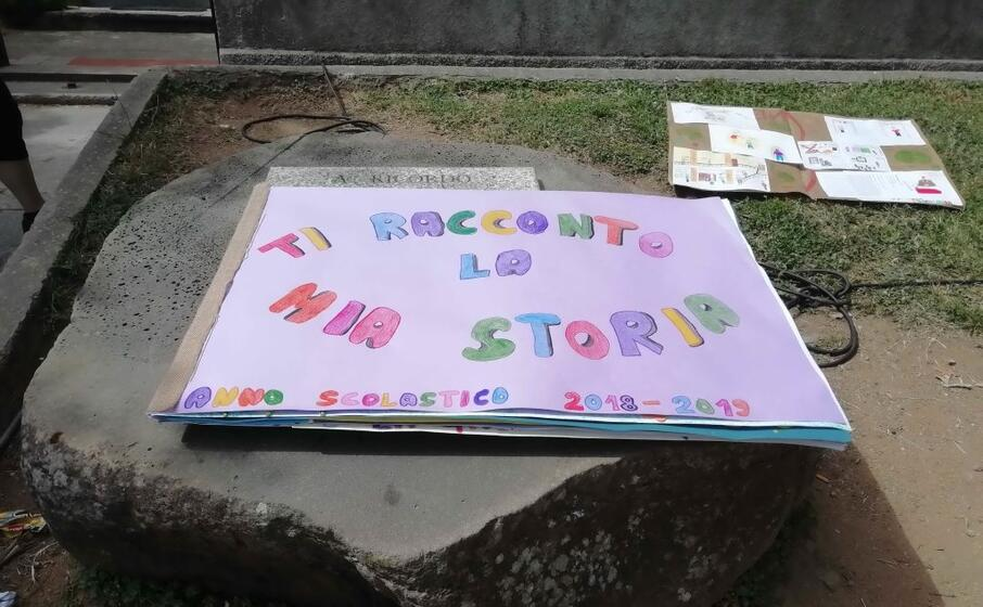 uno dei libri del concorso dedicato alla professoressa paola angei (foto cazzaniga)