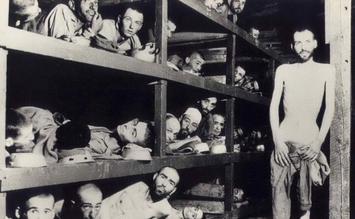 prigionieri in un campo di concentramento