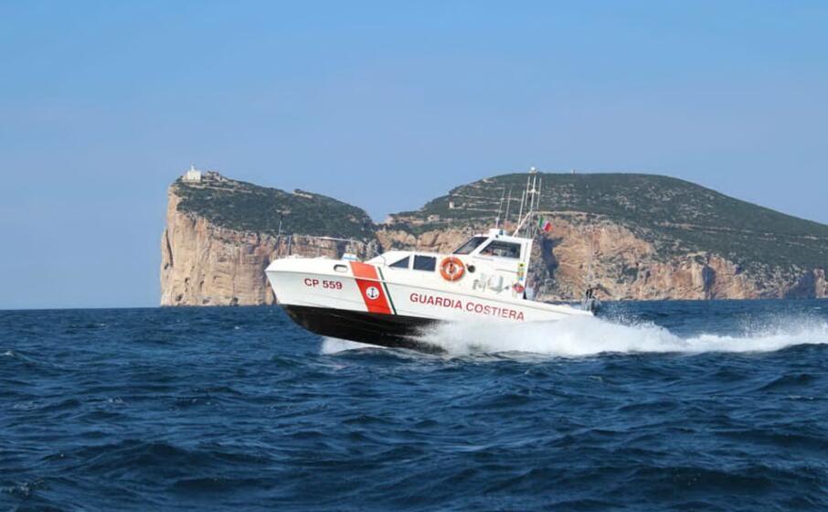 una motovedetta della capitaneria di alghero (foto guardia costiera)