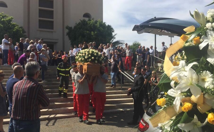 il funerale (foto l unione sarda piras)