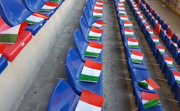 bandierine dell italia sugli spalti