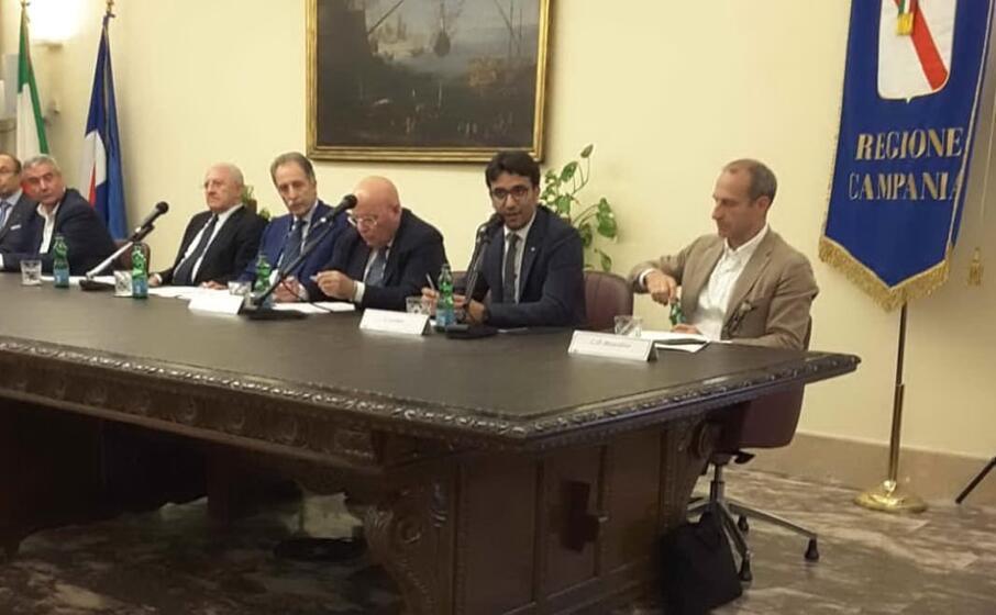 l assessore gianni lampis (secondo da destra) a napoli (foto ufficio stampa)