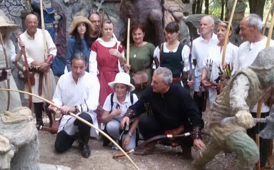 alcuni partecipanti all iniziativa (foto degli arcieri storici di sanluri)