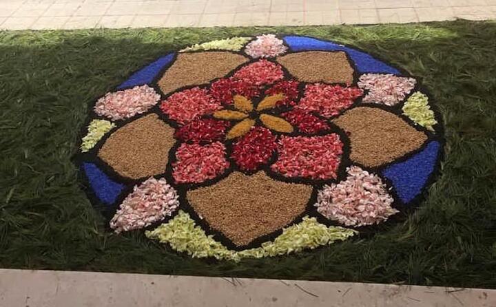 anche quest anno i parrocchiani hanno abbellito chiesa e sagrato di fiori