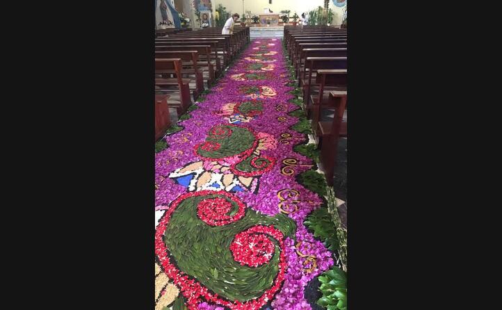 il lungo tappeto in chiesa