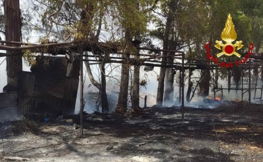 fiamme a cagliari sulla statale 131 dir e 554
