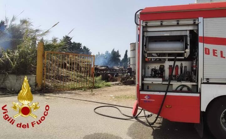 i vigili del fuoco sono dovuti intervenire vicino alla motorizzazione