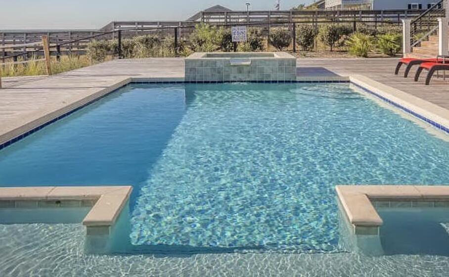 una piscina (foto pixabay