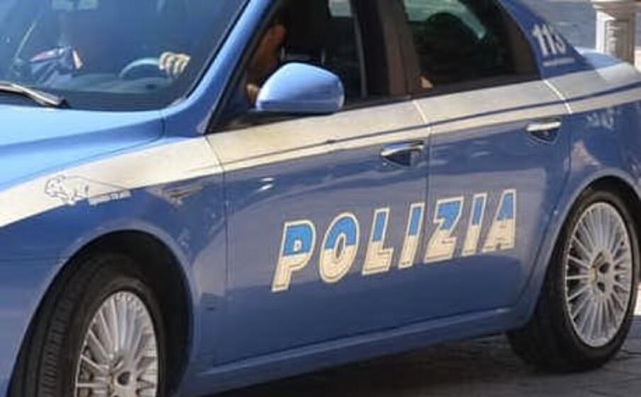 l arrivo della polizia (ansa)