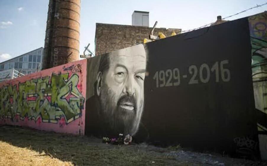 un murales dedicato a carlo pedersoli